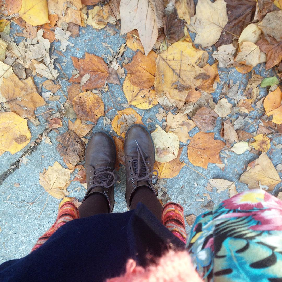 e' finalmente iniziata la mia stagione preferita anche qui#leaves #autumnleaves #autumncolours #veganshoes #happy #enjoythelittlethings