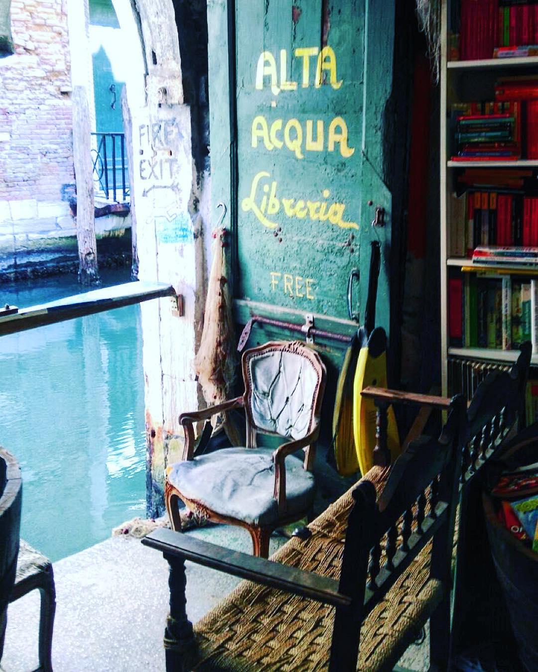 in love  #Venezia #libreriaacquaalta #magicplaces #venice #bookshop #library #instabook #booklover