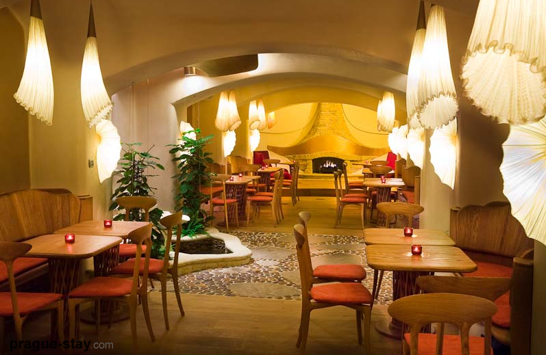 prague-maitrea-vegetarian-restaurant-interior